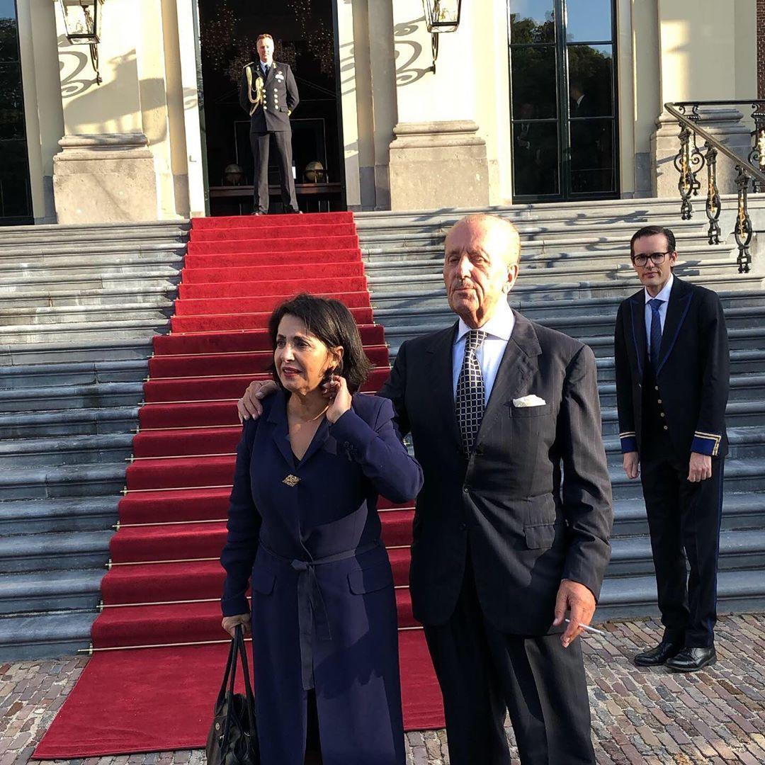Samen met Khadija Arib bij het vorstelijk paar op Huis ten Bosch